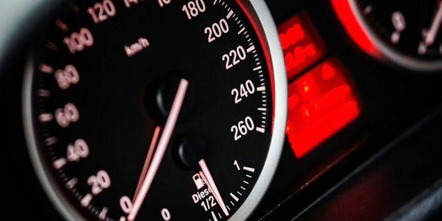 velocidad controlada por el Asistente Inteligente de Velocidad