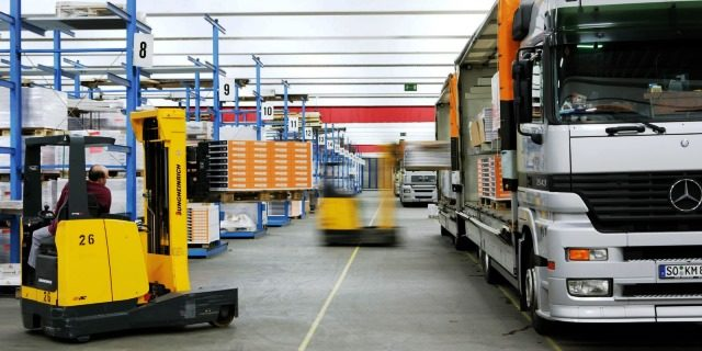 Portugal prohíbe que los conductores profesionales realicen labores de carga y descarga