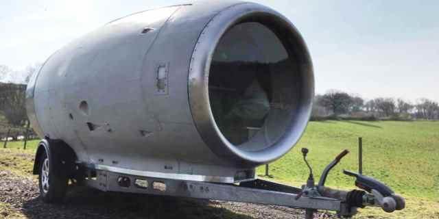 Caravan Pod: Una caravana sobre el motor de un avión