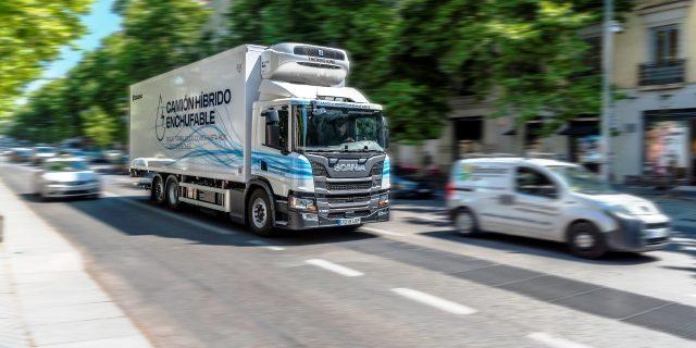 camión híbrido en pruebas para Mercadona