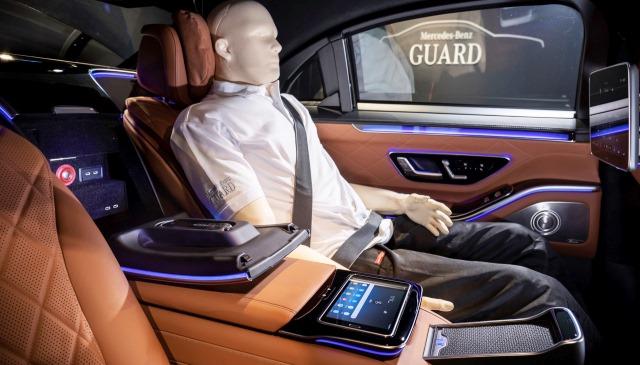 dummie en el Mercedes S680 Guard 4Matic